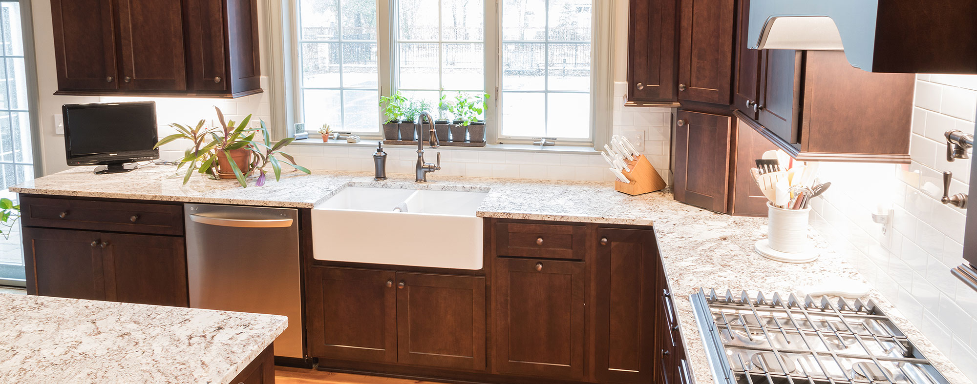 Apron Sinks and Natural Stone Countertop